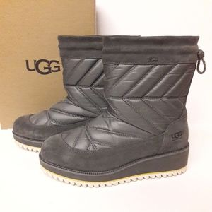 New UGG Beck Boots Size 8
